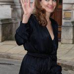 Angelina Jolie a její patent na vždy módní dlouhý svetr